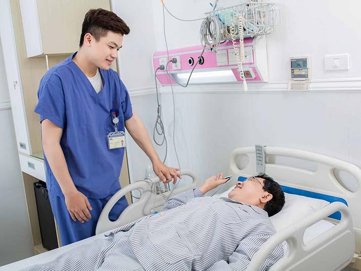 Sau khi tán sỏi bệnh nhân cần nghỉ ngơi 5 - 10 phút