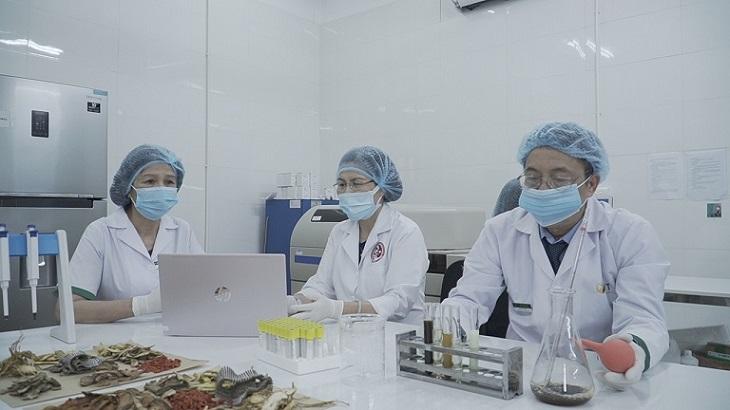 Bài thuốc Nhất Nam Minh Mạng Tửu đã trải qua nhiều lần gia giảm tại phòng thí nghiệm