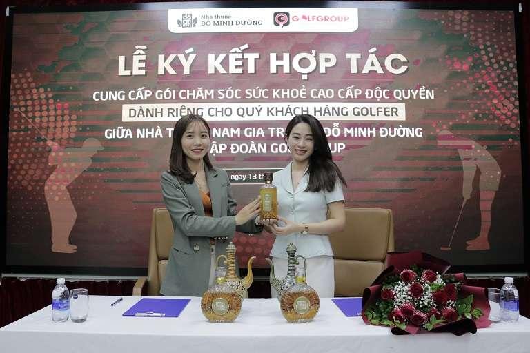 Đỗ Minh Đường trao tặng 50 bình rượu ngâm SIÊU GIỚI HẠN dành cho Quý khách hàng của Tập đoàn Golf Group
